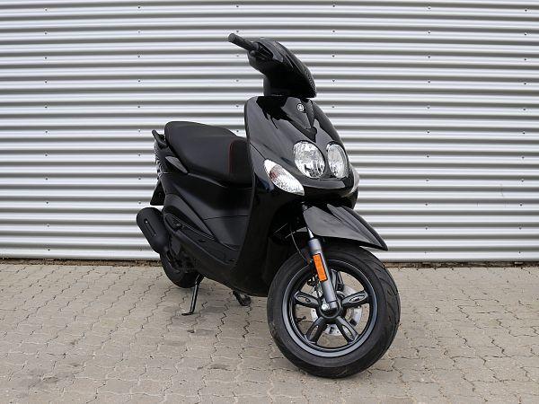 * DEMO 2019 * Yamaha Neo's 4 - black - 45 km / h