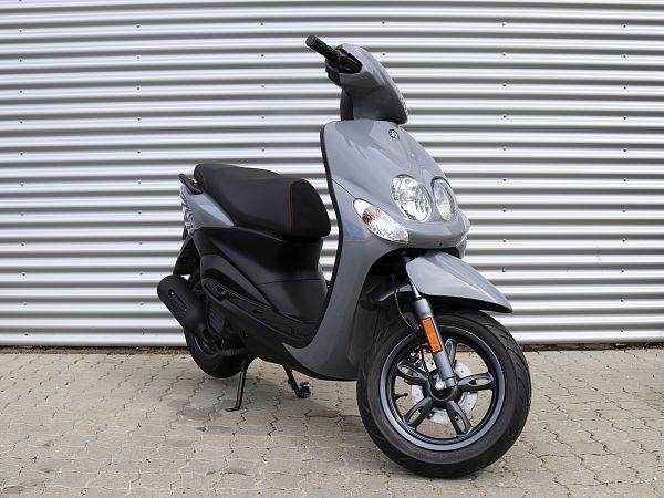 * DEMO 2019 * Yamaha Neo's 4 - gray - 45 km / h