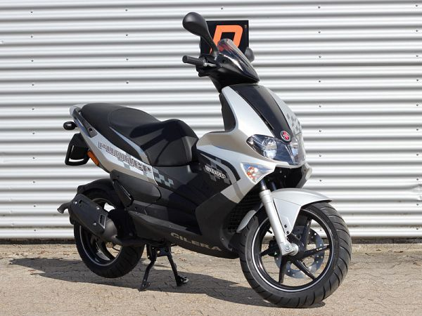 Gilera Runner SP - sølv/sort - 30km/t