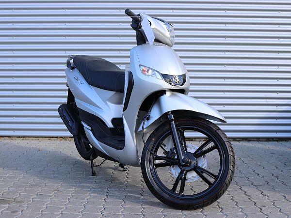 *TILBUD* Peugeot Tweet 4T - sølv - 30 km/t