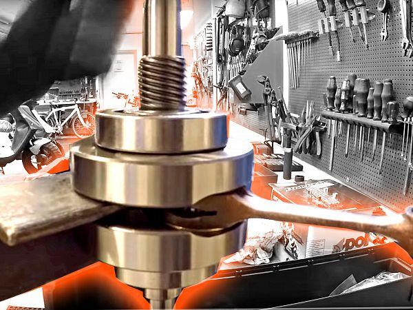 Workshop work - Installation of crankshaft bearings on crankshaft